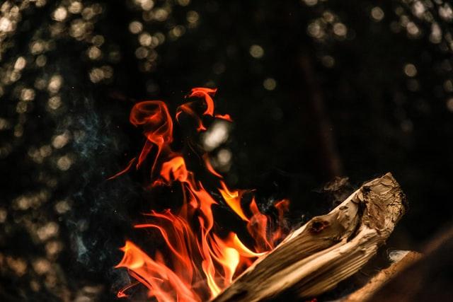 メッシュ素材の焚き火台は大きさがあるのに軽量でコンパクト収納!おすすめ8選紹介!