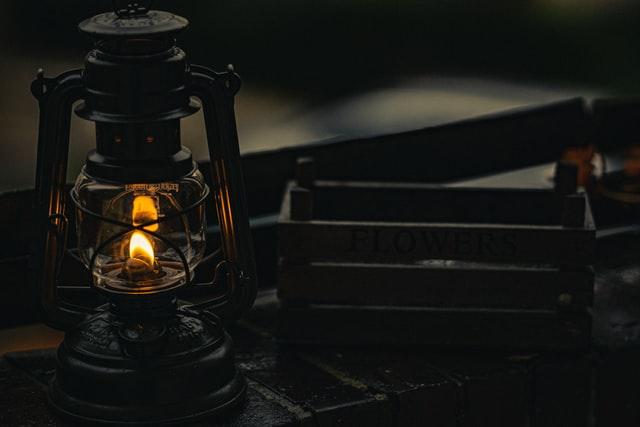 癒しの暖かい灯りが魅力の灯油ランタンのおすすめ8選!【圧力式、フュアーハンド、カンブリアン】